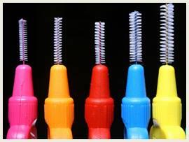 Skal plejepersonalet hjælpe med fx tandtråd?